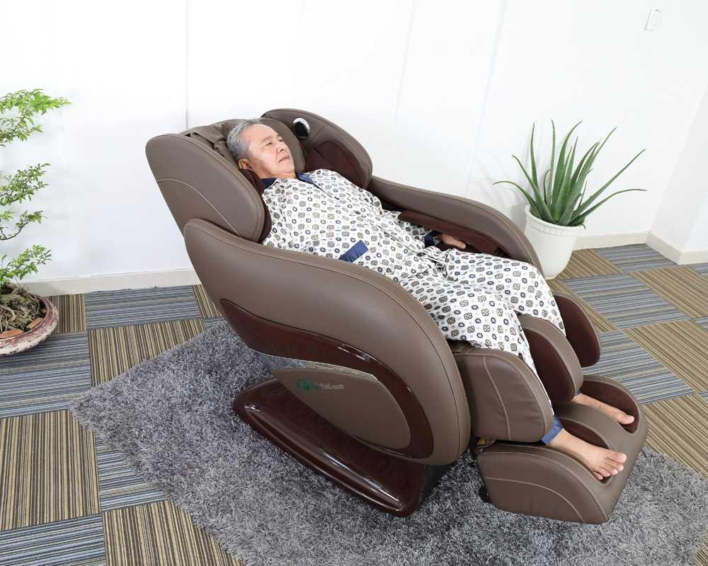 Kinh nghiệm mua ghế mát xa toàn thân cho gia đình